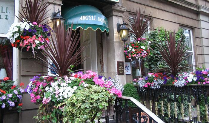 hotel-frontsteps